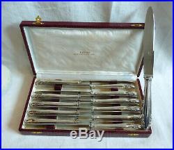 Belle série de 12 couteaux de table en métal argenté modèle moderne