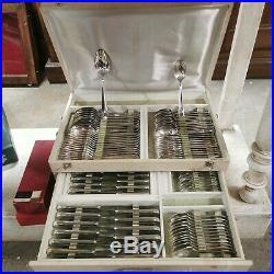 Christofle ménagère 134 pièces, métal argenté. Modèle Dax Style moderne sobre