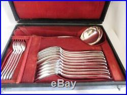 Christofle ménagère 19 pièces modèle baguette métal argenté XIXe brillant écrin