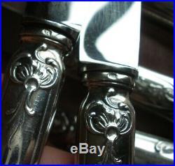 Coffret 12 couteaux manches métal argenté & lames inox modèle Louis XV / Régence