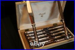 Suite de 12 couteaux à dessert en métal argenté signé Christofle modèle Marly